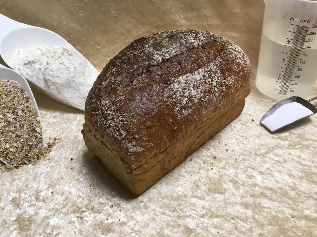 Donker Spelt Brood - Bakeronline