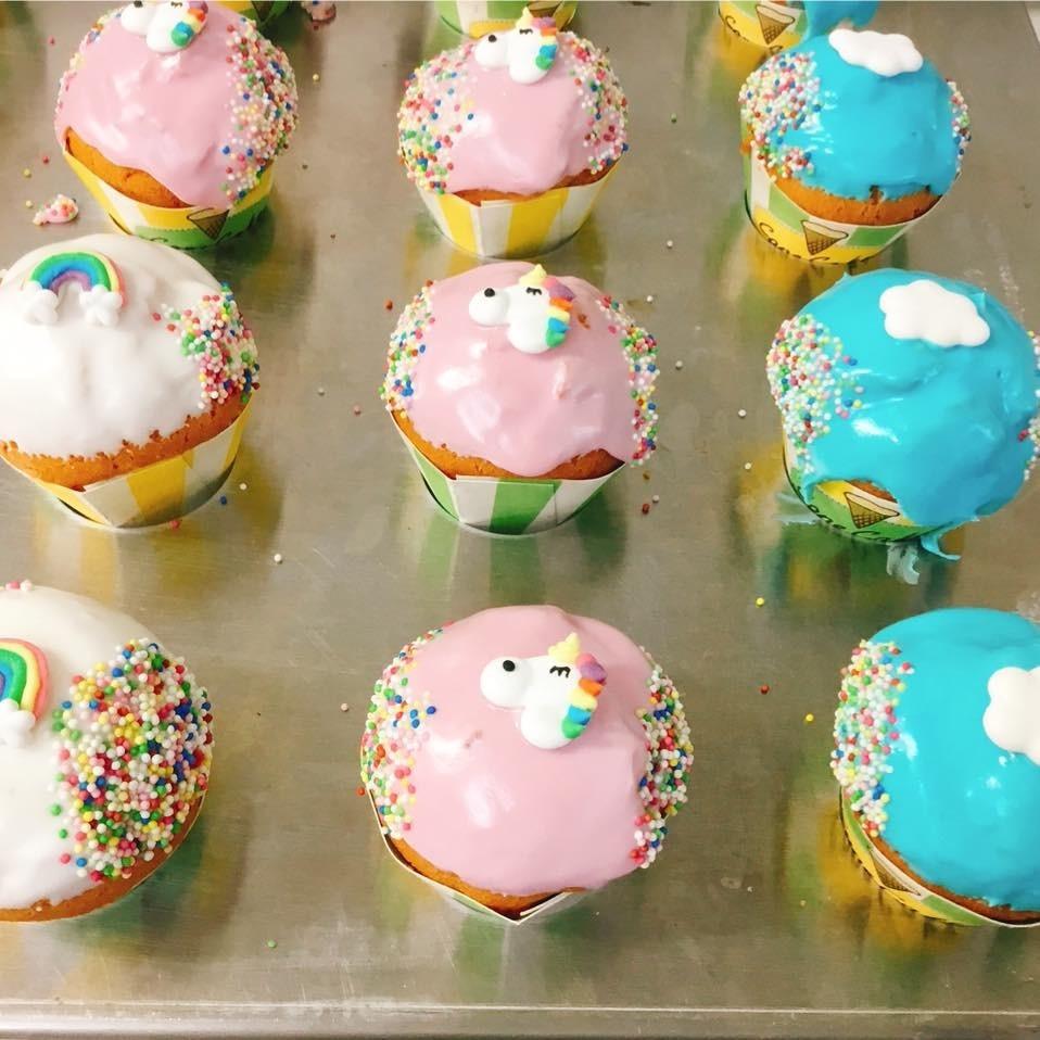 Cone cakes assortiment eenhoorn - Bakeronline