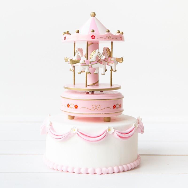 Geboortetaart Carrousel meisje roze - Bakeronline