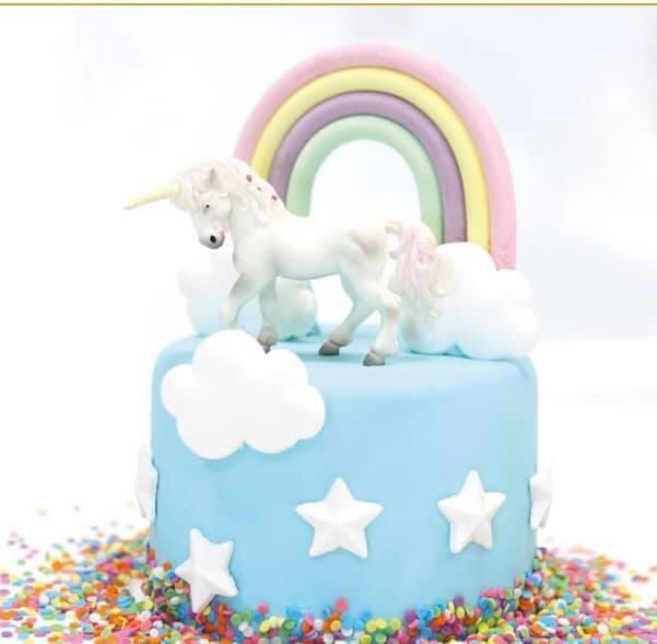 Unicorn taart met regenboog en eenhoorn - Bakeronline